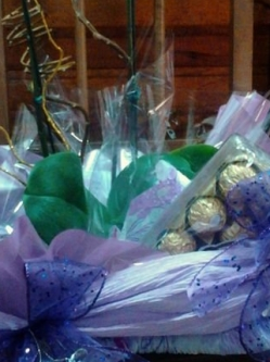 cesta Orquidea, bombons e vinho
